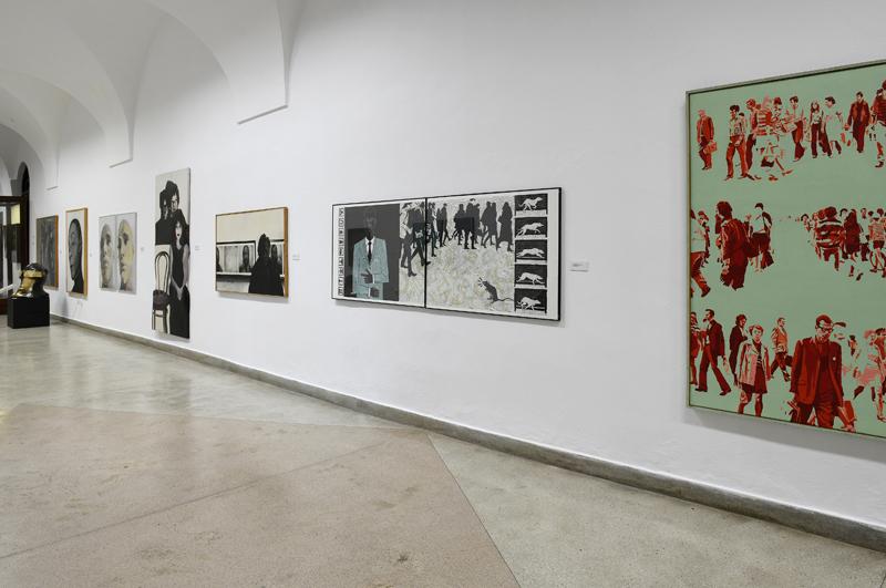Prace na wystawie polskich mistrzów współczesności w Galerii 72